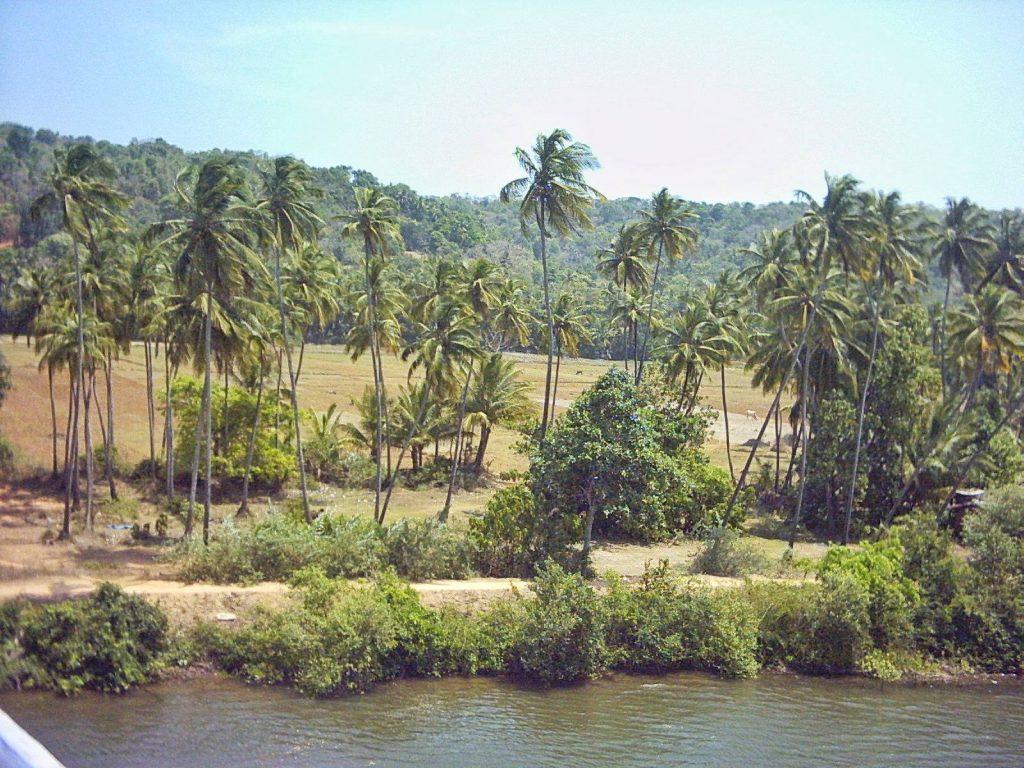 tourist places near goa border
