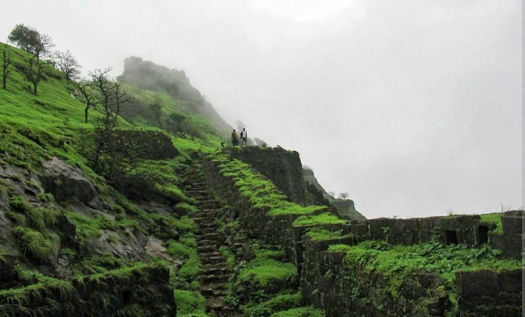 trekking places near thane