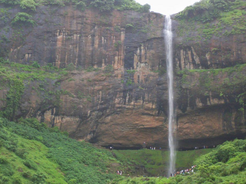 nearby waterfalls in mumbai pandavkada