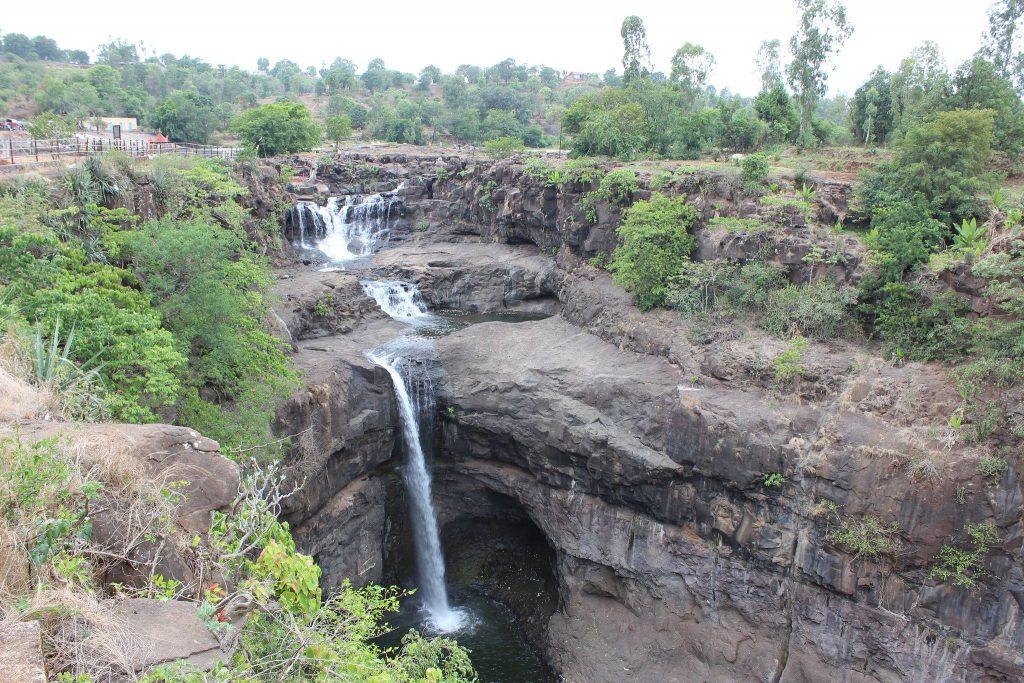Randha Falls natural waterfalls near mumbai